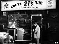 """café bar """"2i's"""""""